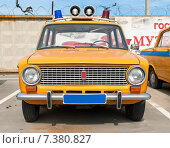 Купить «Старый милицейский ретроавтомобиль ВАЗ», фото № 7380827, снято 27 апреля 2015 г. (c) Рожков Юрий / Фотобанк Лори