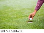 Купить «Golfer trying to flick ball into hole», фото № 7381715, снято 21 октября 2014 г. (c) Wavebreak Media / Фотобанк Лори