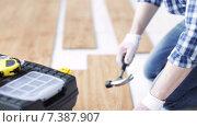 Купить «close up of man installing wood flooring», видеоролик № 7387907, снято 28 марта 2015 г. (c) Syda Productions / Фотобанк Лори