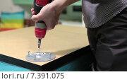 Купить «Мужчина собирает мебель с помощью электрической дрели», видеоролик № 7391075, снято 10 февраля 2015 г. (c) Кекяляйнен Андрей / Фотобанк Лори
