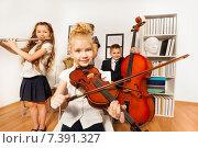 Купить «Дети играют на музыкальных инструментах», фото № 7391327, снято 21 февраля 2015 г. (c) Сергей Новиков / Фотобанк Лори