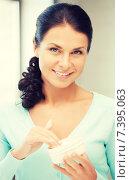 Купить «beautiful woman with moisturizing creme», фото № 7395063, снято 18 июня 2011 г. (c) Syda Productions / Фотобанк Лори