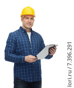 Купить «smiling male builder in helmet with clipboard», фото № 7396291, снято 7 марта 2015 г. (c) Syda Productions / Фотобанк Лори