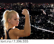 Купить «close up of athletic woman flexing her biceps», фото № 7396555, снято 8 мая 2014 г. (c) Syda Productions / Фотобанк Лори