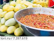 Купить «chilly wok or pilaf and mango at street market», фото № 7397619, снято 7 февраля 2015 г. (c) Syda Productions / Фотобанк Лори