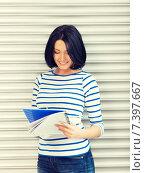 Купить «happy and smiling teenage girl with big notepad», фото № 7397667, снято 7 апреля 2012 г. (c) Syda Productions / Фотобанк Лори