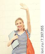 Купить «happy teenage girl waving a greeting», фото № 7397955, снято 17 июня 2012 г. (c) Syda Productions / Фотобанк Лори