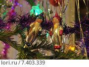Старые новогодние игрушки космонавты. Стоковое фото, фотограф Дрогавцева Оксана / Фотобанк Лори