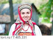 Купить «Девушка в русском традиционном костюме», фото № 7405331, снято 23 сентября 2012 г. (c) Марина Курылева / Фотобанк Лори