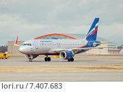 Купить «Airbus A320-214 (VP-BNL, A.Suvorov) на рулёжной дорожке в аэропорту Шереметьево», эксклюзивное фото № 7407683, снято 15 апреля 2015 г. (c) Константин Косов / Фотобанк Лори