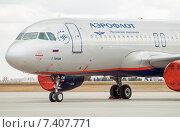 Купить «Airbus A320-214 (VQ-BCM, G.Titov) крупным планом в аэропорту Шереметьево», эксклюзивное фото № 7407771, снято 15 апреля 2015 г. (c) Константин Косов / Фотобанк Лори