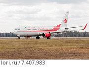 Boeing 737-8D6 (7T-VKA) на рулёжной дорожке в аэропорту Шереметьево, эксклюзивное фото № 7407983, снято 15 апреля 2015 г. (c) Константин Косов / Фотобанк Лори