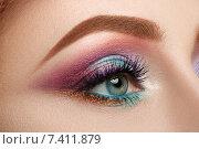Разноцветный макияж. Женский глаз крупным планом. Стоковое фото, фотограф Людмила Дутко / Фотобанк Лори