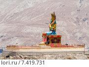 Купить «Гигантская статуя Будды Майтрейи в долине Нубра в Гималаях в северной Индии солнечным летним днём на фоне окружающих гор», фото № 7419731, снято 22 июня 2012 г. (c) Олег Иванов / Фотобанк Лори