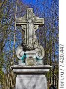 Купить «Старинное Лютеранское кладбище», фото № 7420447, снято 25 апреля 2015 г. (c) Sashenkov89 / Фотобанк Лори