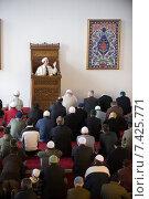 Купить «Friday prayer in the Ditib-Merkez Mosque, Duisburg, Germany», фото № 7425771, снято 13 февраля 2009 г. (c) Caro Photoagency / Фотобанк Лори