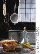 Купить «Домашний ржаной хлеб и оливковое масло», фото № 7432063, снято 1 мая 2015 г. (c) Natasha Breen / Фотобанк Лори