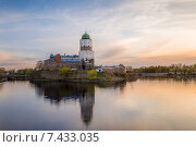 Купить «Средневековый Выборгский замок на закате», фото № 7433035, снято 21 апреля 2020 г. (c) Александр Никифоров / Фотобанк Лори