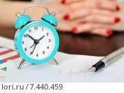 Подпись сделанная перьевой ручкой и будильник. Стоковое фото, фотограф Виталий Китайко / Фотобанк Лори