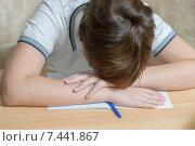 Купить «Мальчик, спящий на тетради», фото № 7441867, снято 7 февраля 2015 г. (c) Недзельская Татьяна / Фотобанк Лори