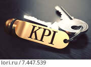 Купить «KPI - связка ключей с текстом на золотом брелоке», иллюстрация № 7447539 (c) Илья Урядников / Фотобанк Лори