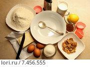 Купить «Ингредиенты, необходимые для приготовления теста для кексов», фото № 7456555, снято 20 мая 2015 г. (c) Шуба Виктория / Фотобанк Лори