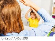Купить «Женщина с мальчиком играют за столом в комнате», фото № 7463399, снято 15 марта 2015 г. (c) Сергей Новиков / Фотобанк Лори
