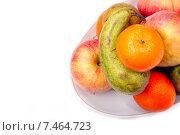 Купить «Натюрморт со спелыми фруктами в тарелке на белом фоне. Место для текста», фото № 7464723, снято 8 апреля 2015 г. (c) Евгений Ткачёв / Фотобанк Лори