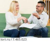 Купить «Couple with keys and documents», фото № 7465023, снято 16 января 2019 г. (c) Яков Филимонов / Фотобанк Лори