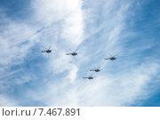 Купить «Воздушный парад в честь празднования Дня Победы», фото № 7467891, снято 9 мая 2015 г. (c) Павел Лиховицкий / Фотобанк Лори