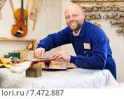 Купить «Atelier posing with his guitars», фото № 7472887, снято 19 февраля 2019 г. (c) Яков Филимонов / Фотобанк Лори