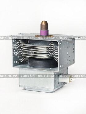 Купить «Магнетрон - деталь бытовой микроволновки», эксклюзивное фото № 7483459, снято 10 марта 2013 г. (c) Dmitry29 / Фотобанк Лори