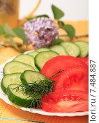 Купить «Салат из свежих помидоров и огурцов», эксклюзивное фото № 7484887, снято 26 мая 2015 г. (c) Яна Королёва / Фотобанк Лори