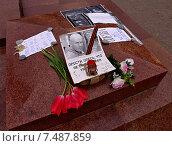 Купить «В память об Олесе Бузине (на памятнике В. И. Ленину в Ялте)», фото № 7487859, снято 3 мая 2015 г. (c) Маргарита Лир / Фотобанк Лори