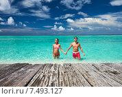 Couple on a beach at Maldives. Стоковое фото, фотограф Николай Охитин / Фотобанк Лори