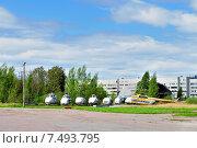 Купить «Старые вертолеты в аэропорту Пулково в Санкт-Петербург, Россия», фото № 7493795, снято 23 мая 2015 г. (c) Зезелина Марина / Фотобанк Лори
