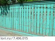 Купить «Деревянный забор в Коломне Московской области», эксклюзивное фото № 7496015, снято 30 мая 2015 г. (c) lana1501 / Фотобанк Лори
