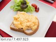 Купить «close up of toasted white bread on plate», фото № 7497923, снято 15 февраля 2015 г. (c) Syda Productions / Фотобанк Лори