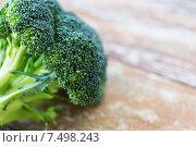Купить «close up of broccoli on wooden table», фото № 7498243, снято 11 марта 2015 г. (c) Syda Productions / Фотобанк Лори