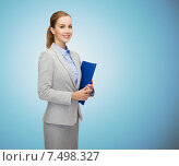 Купить «smiling businesswoman holding folder», фото № 7498327, снято 19 января 2014 г. (c) Syda Productions / Фотобанк Лори