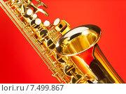 Купить «Альт-саксофон на красном фоне», фото № 7499867, снято 23 февраля 2015 г. (c) Сергей Новиков / Фотобанк Лори