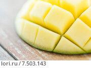 Купить «close up of ripe mango slice on table», фото № 7503143, снято 17 марта 2015 г. (c) Syda Productions / Фотобанк Лори