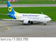 Купить «Самолет Boeing 737-500 в аэропорту Пулково», фото № 7503795, снято 23 мая 2015 г. (c) Зезелина Марина / Фотобанк Лори