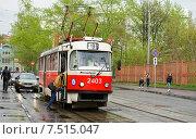Купить «Город Москва, улица Дурова, мужчина садится в трамвай», эксклюзивное фото № 7515047, снято 2 мая 2015 г. (c) Dmitry29 / Фотобанк Лори