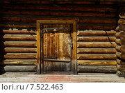 Купить «Дверь в деревянном доме», фото № 7522463, снято 16 июля 2013 г. (c) Алексей Яговкин / Фотобанк Лори