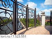 """Купить «Смотровая площадка  на маяке в """"Рыбной деревне"""" с видом на город», эксклюзивное фото № 7523551, снято 4 июня 2015 г. (c) Svet / Фотобанк Лори"""