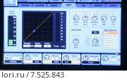 Купить «Индикатор аудиомикшера двигается в такт музыке на мониторе», видеоролик № 7525843, снято 5 июня 2015 г. (c) Иван Четвериков / Фотобанк Лори