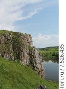 Скалы на берегу реки Чусовая в селе Слобода (2015 год). Стоковое фото, фотограф Андрей / Фотобанк Лори