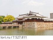 Купить «Башня Тамон Ягура и ворота Ниномару Омотэ замка Хиросима (Замок Карпа). Национальный исторический объект. Построен в 1591, разрушен атомной бомбой 1945 г., реконструирован в 1958 г.», фото № 7527811, снято 20 мая 2015 г. (c) Иван Марчук / Фотобанк Лори