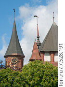 Часы на башне Кафедрального собора Кёнигсберга. Калининград (до 1946 года Кёнигсберг). Россия (2015 год). Редакционное фото, фотограф Svet / Фотобанк Лори